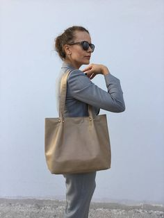 Beige leather tote/ Tote leather bag/ Shoulder bag/ Everyday Leather Bags Handmade, Crossbody Shoulder Bag, Beige, Trending Outfits, Tote Bag, Unique Jewelry, Handmade Gifts, Etsy, Vintage