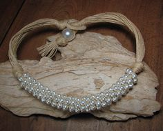"""Collier ras du cou """"noces champêtres"""" en lin et en perles nacrées : Collier par annatibga"""