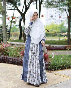 Hijab Outfit, Fashion Sewing, Hijab Fashion, Muslim, Raincoat, Kimono Top, Chic, Womens Fashion, Model