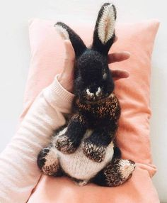 How to knit a bunny rabbit - free pattern & tutorial - From Britain with Love, How to knit an easter bunny. Click through for easy step by step tutorial and free knitting patter to make a knitted easter bunny rabbit. Knitting Needles, Free Knitting, Free Crochet, Crochet Baby, Knit Crochet, Sock Knitting, Knitting Machine, Knitted Baby, Crotchet