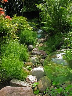 VS SITEWORKS | VISION+SITE Dry Creek with glass floats