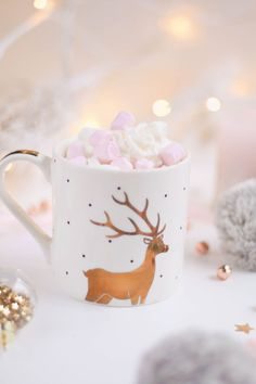Aktivitäten im Dezember - Corrie Bromfield Christmas Flatlay, Christmas Mood, Christmas Quotes, Little Christmas, Christmas Colors, Christmas Gifts, Vintage Christmas, Pink Christmas Decorations, Christmas Wreaths