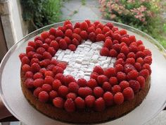 E' la Svizzera, bellezza: Una torta... svizzera! Swiss Days, Swiss Flag, Swiss National Day, Swiss Switzerland, Swiss Style, Feta, Swiss Recipes, Geneva, Google