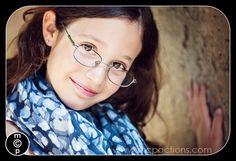 10+ tips for photographing people in glasses and avoiding glare.
