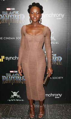 A vida da Lupita Nyong'o foi agitada nesta semana. Ela teve vários compromissos para promover o filme Black Panther e apareceu sempre bem vestida. Foram nada mais do que quatro looks lindos.