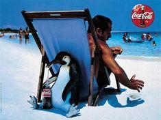 En este anuncio, utilizan al pinguino con la coca cola bebiendo, porque como esta fria, pues el pinguino prefiere las cosas frias, y se la quita al hombre que la esta buscando