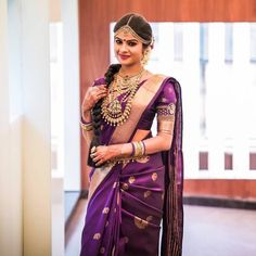 Silk sarees have always been the most awed at and adored by traditional outfits of all times. South Indian Bride Saree, Indian Bridal Sarees, Kerala Bride, Wedding Silk Saree, Indian Silk Sarees, Soft Silk Sarees, South Indian Bride Hairstyle, South Indian Bride Jewellery, Drape Sarees