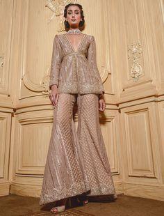 Pakistani Formal Dresses, Party Wear Indian Dresses, Designer Party Wear Dresses, Indian Bridal Outfits, Indian Bridal Fashion, Pakistani Bridal Wear, Dress Indian Style, Indian Fashion Dresses, Pakistani Dress Design