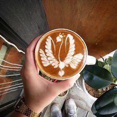 The queen of swans - latte art style. #latteart #coffee