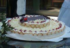 Torta nuziale molto particolare ... Dory, Vanilla Cake, Tiramisu, Wedding Cakes, Ethnic Recipes, Desserts, Gallerie, Wedding Gown Cakes, Tailgate Desserts