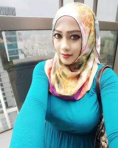Beautiful Muslim Women, Most Beautiful Indian Actress, Beautiful Hijab, Curvy Women Outfits, Anime Muslim, Hijab Cartoon, Islamic Girl, Hijab Chic, Girl Hijab