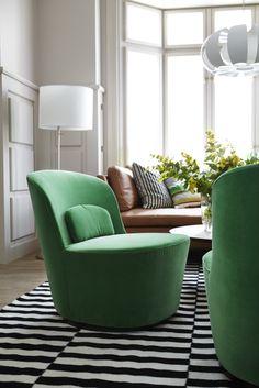 Een stijlvolle woonkamer vol comfort met de KIVIK bank. #IKEA ...