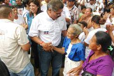 Norman Quijano en el Parque Garucho realizando un conversatorio con los lideres de Atiquizaya