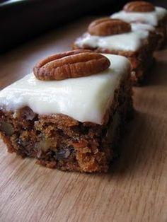 Nemrég Lúdanyónál megakadt a szemem ezen a süteményen. Szerettem volna pekándióval elkészíteni, így kapóra jött, hogy a megyenapok alkalmával a vásáron találtam pekándiót, tehát rögtön bevásároltam… Diet Desserts, Paleo Dessert, Sweet Recipes, Cake Recipes, Dessert Recipes, Hungarian Recipes, Sweet Cakes, Food Porn, Food And Drink