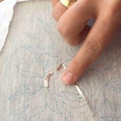@elvan.nakis  #iyigeceler#alıntı #telsarma#telkırma #telkirma #telkırmasanatı #nakış#embroidery#embroideryart #embroideryhoop #handmafe#handmadejewelry #handmadedecor #kınagecesi #vintage#çeyiz #çeyiz #needle #needlework #dress #dresses #instagood
