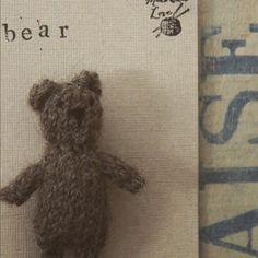 Squiffy knitty bear brooch #hettiebrown