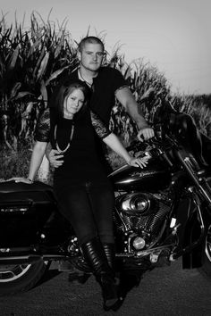 Motorrad Engagement Bild - Ideas for Spring Pics - Motorcycle Photo Shoot, Motorcycle Wedding, Motorcycle Events, Motorcycle Couple, Photography Words, Couple Photography, Spring Pictures, Spring Pics, Maternity Pictures