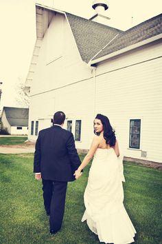 Summer wedding // Photo by Sarah M. #weddingphotographerminnesota #weddingphotography