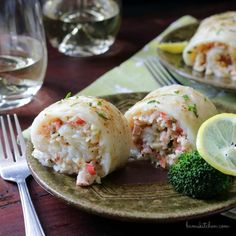 Crab Stuffed Whitefish - Healthy World Cuisine-Crab Stuffed Whitefish is made with Succulent crab stuffed white fish with dreamy crab filling and topped with a lemon butter drizzle. Fish Recipes, Seafood Recipes, Dinner Recipes, Cooking Recipes, Healthy Recipes, Dinner Ideas, Delicious Recipes, Seafood Meals, Seafood Salad