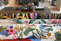 Josef Frank designed a total of about 200 textile, carpet and wallpaper prints for Svenskt Tenn. His textile designs can be found on cushions, bags, aprons and trays, just naming a few.