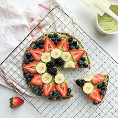 Recipe: Oatmeal Flax Pizza with Sweet Avocado Cream | Capital Style
