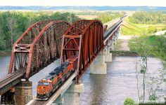 https://flic.kr/p/t8XHXq | Crossing the Missouri | BNSF 4000 West leads a westbound oil train across the new bridge over the Missouri River at Plattsmouth, NE. This train had come north on the St. Joe Sub and turned west at Pacific Jct. in Iowa, which is amazingly visible in the background, some 4 miles east of here. Of note, the 4000 had been involved in a 2012 oil-based wreck, but in this case it struck a truck full of it, and the results can be seen here: <a…