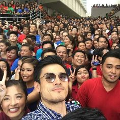 """This is Kim Chiu, Diether Ocampo, Jed Madela, and the rest of the ABS-CBN staff, executives, and celebrities smiling for the camera during the taping of the ABS-CBN 2016 Christmas Station ID, """"Isang Pamilya Tayo Ngayong Pasko"""" at the ABS-CBN Compound in Quezon City. Indeed, they are proud Kapamilyas and Star Magic talents. #KimChiu #ChinitaPrincess #DietherOcampo #JedMadela #ABSCBNChristmasStationID #IsangPamilyaTayo #IsangPamilyaTayoNgayongPasko Iloilo City, Celebrity Smiles, Pop Musicians, Half Filipino, John Edwards, Star Magic, Quezon City, Teen Actresses, Filipina"""