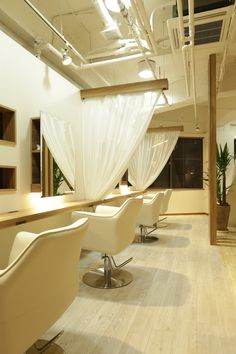 Beauty salon interior design ideas |  + chairs + mirrors + space + decor + Japan + designs  + white | Follow us on https://www.facebook.com/TracksGroup <<<【Lalar oomo セットエリア】 美容室 内装