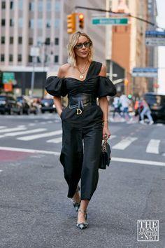 Look Street Style, New York Fashion Week Street Style, Fashion Week Paris, Cool Street Fashion, Street Chic, New York Style, Street Styles, Paris Street, Street Fashion Outfits