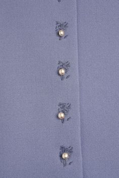 Machine Embroidery Embellish your buttonholes with this embroidery technique from Jennifer Stern. - Embellish your buttonholes with this embroidery technique from Jennifer Stern. Embroidery Thread, Machine Embroidery Designs, Embroidery Patterns, Sewing Patterns, Sewing Hacks, Sewing Tutorials, Sewing Crafts, Embroidery Techniques, Sewing Techniques