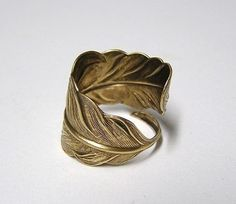 feather ring: totally love this brass ring.