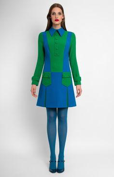 Combined low-waist patch-pocket long-sleeve true wool dress. Turndown collar with a collar stand. Idle button placket. Hidden back zip closure.