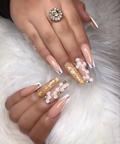 Here are Christmas Nail Art ideas that will surely give you a Christmas season cheerful this year. These nail designs are all featured Christmas symbols, like snowflakes, Christmas tree, Santa hats, reindeer, and the traditional color of white, green, red.Christmas Nail Art,Nail Art,Nail Designs Matte Nails Glitter, Best Acrylic Nails, Gold Nails, Long Gel Nails, Coffin Nails Long, Holiday Nails, Christmas Nails, Red Christmas, Nail Art Printer