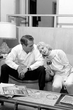 Paul Newman & Joanne Woodward at home, 1962.
