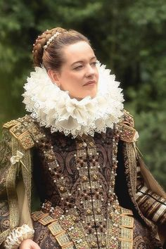 This appears to be a very good replica of Elizabethan dress. Give her a French h… This appears to be a very good replica of Elizabethan dress. Give her a French hood and she's all set! I'm so glad we do not dress like this nowadays. Elizabethan Costume, Elizabethan Fashion, Tudor Costumes, Period Costumes, Medieval Dress, Medieval Clothing, Historical Costume, Historical Clothing, Fashion History