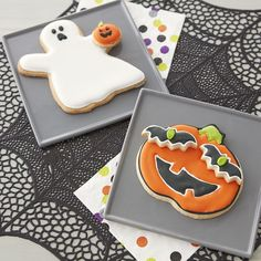 Get spooked in the nicest way with these BIG Halloween cookies topped with just-a-little-creepy small cookies. Choose a ghost with a pumpkin friend, or a Jack-O-Lantern face with batty eyes; these creative cookies are almost too cute to eat!