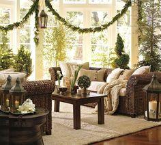 7 Inspirations of Beautiful Christmas Season Decoration for Your Joyful Home green-christmas-interiors-living-room-home-decor-nelegant-ature – iSpace Design