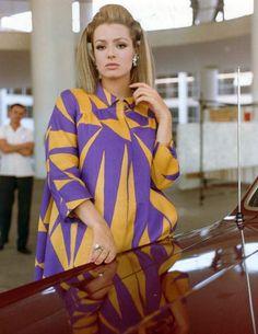The lovely Margaret Lee - popular in Italian films Kato Steampunk, Barbara Bouchet, British Actresses, Comedians, Sari, Entertaining, Actors, Lifestyle, Chic
