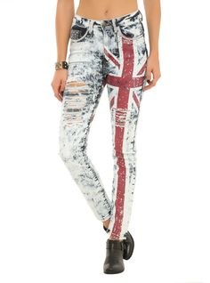 Machine Union Jack Bling Destroyed Jeans Hot topic Im buying theeeeeseee Grunge Style, Soft Grunge, Style Indie, My Style, Grunge Goth, Nu Goth, Torn Jeans, Denim Skinny Jeans, Distressed Skinny Jeans