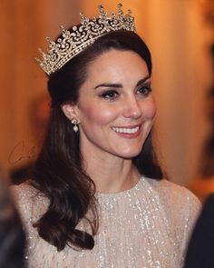 Kate Middleton Makeup, Kate Middleton Pregnant, Estilo Kate Middleton, Kate Middleton Wedding, Kate Middleton Style, Royal Tiaras, Tiaras And Crowns, Lovers Knot Tiara, Princesa Kate Middleton