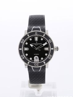 Ulysse Nardin - Lady Diver -  There are also pretty diving watches for ladies - on montredo.com