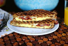 Proof that this beloved Italian classic sandwich isn't just for lunch: Bacon + Egg Panini. Breakfast Panini, What's For Breakfast, Breakfast Recipes, Breakfast Sandwiches, Bacon And Egg Sandwich, Bacon Egg, Panini Recipes, Bacon Recipes, Wrap Sandwiches