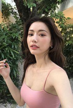 10 Makeup Tutorials You Need in Your Life Ulzzang Korean Girl, Cute Korean Girl, Cute Asian Girls, Beautiful Girl Image, Beautiful Asian Women, Korean Beauty, Asian Beauty, Uzzlang Girl, Asian Makeup