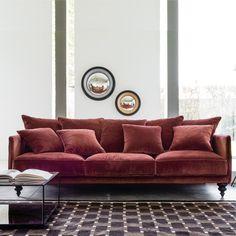 Canapé fixe 3, 4 ou 5 places, Lazare, velours.Fabrication italienne. Un canapé très élégant sous influence classique, totalement actualisé ! Le canapé Lazare existe en version compacte 3 places longueur 178 cm, vendu sur le site.Confort d'assise : confort souple et moelleuxConfort de dossier : moelleux et enveloppantAssise : grande profondeurDimensions du canapé fixe Lazare :- Canapé 3 places : L198 x H93 x P105 cm, assise L185 x H45 x P50 cm.- Canapé 4 places : L218 x H93 x P105 cm, as...