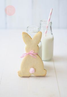 "bunny tail cookies.    Ingredients    Cookie dough:    400 g flour  125 g sugar  200 g butter, cold and diced  1 egg  1 pinch of salt  Chocolate filling:    150 g dark chocolate  100 g butter  100 g confectioners' sugar  Decoration (tail):    pink cotton candy  some honey, icing or melted chocolate to attach the ""tail"" to the cookie  Directio"