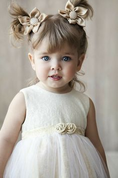 cute kids hairstyles / hairstyles for girls Cute Baby Pictures, Girl Pictures, Girl Photos, Baby Photos, Flower Girls, Flower Girl Dresses, Beautiful Children, Beautiful Babies, Cute Baby Girl