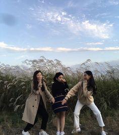 Korean Couple, Korean Girl, Asian Girl, Ulzzang Couple, Ulzzang Girl, Korean Best Friends, Aesthetic People, Winter Pictures, Ulzzang Fashion