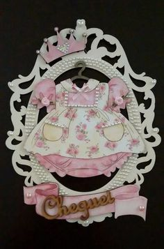 Porta maternidade Menina Diy Crafts For Gifts, Crafts To Make And Sell, Holiday Crafts, Baby Shawer, Baby Toys, Decoupage, Baby Frame, Candy Party, Baby Decor
