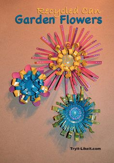 You can make these colorful garden flower decorations in just a couple hours! Heres how to make these metal flowers in a few steps. Aluminum Can Flowers, Aluminum Can Crafts, Metal Flowers, Aluminum Cans, Paper Flowers, Recycled Paper Crafts, Recycled Art Projects, Upcycled Crafts, Craft Projects
