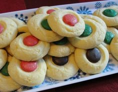Easy enough for kids to make holiday shortbread button cookie  #christmas